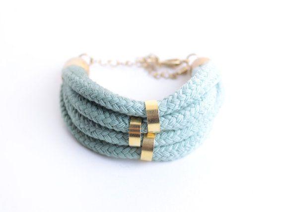 Olive & Mint  Ombre Bracelet with beads von ChezKristel auf Etsy, $35.00 #versandfuerumme