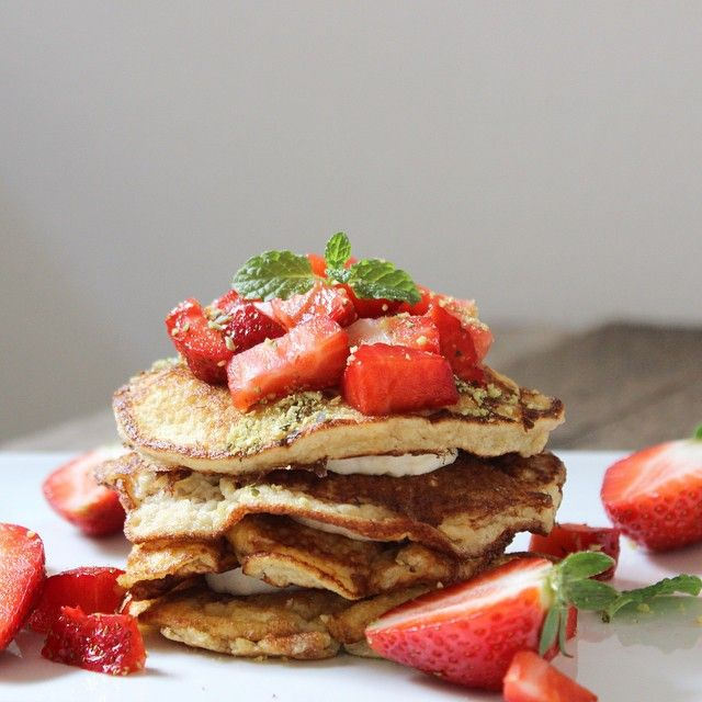 Healthy banana pancakes with strawberries and fresh mint. I love trying different pancake recipes!