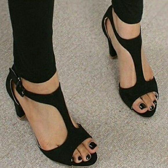 Black heels Very nice and comfortable black heel! Shoes Heels