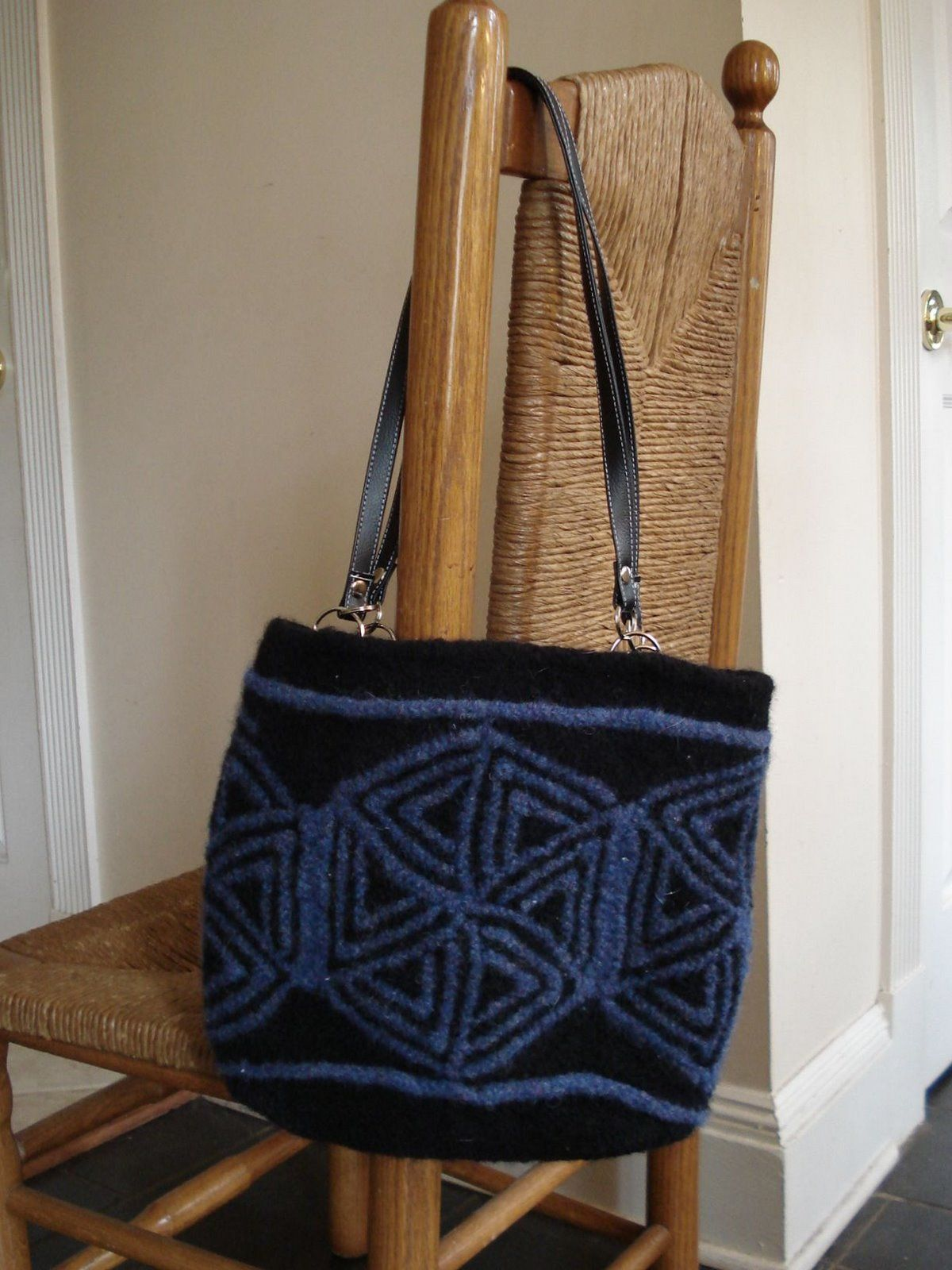 TriMiters Felted Handbag  #Bag #Totes #Purse #Free #Knitting #Pattern #Knitfreepattern