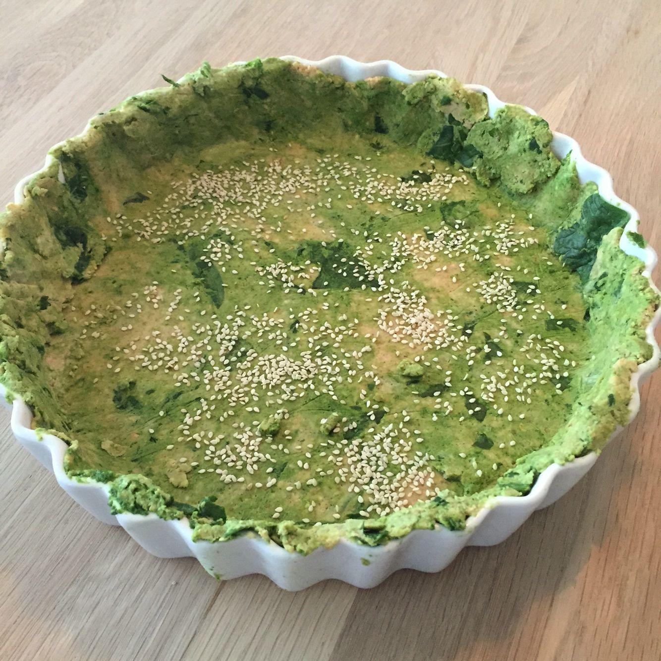 Glutenfri tærtebund med spinat og sesam