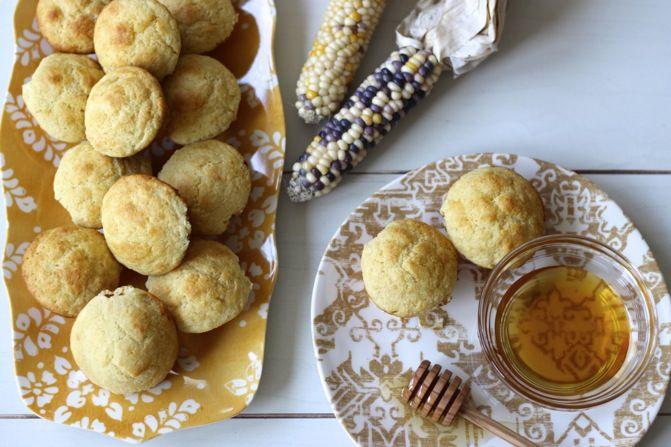 Colonial Williamsburg indio panecillos de maíz | una taza de mascarpone