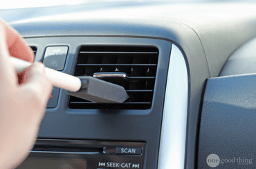 17 Brilliant Hacks That Will Make Cleaning Your Car A Breeze Limpiar Auto Limpieza Coche Range Rover