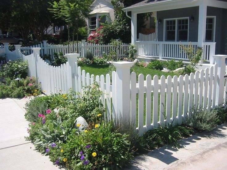 Small Cottage With Picket Fence Lanscaping | Small Yard, White Fence