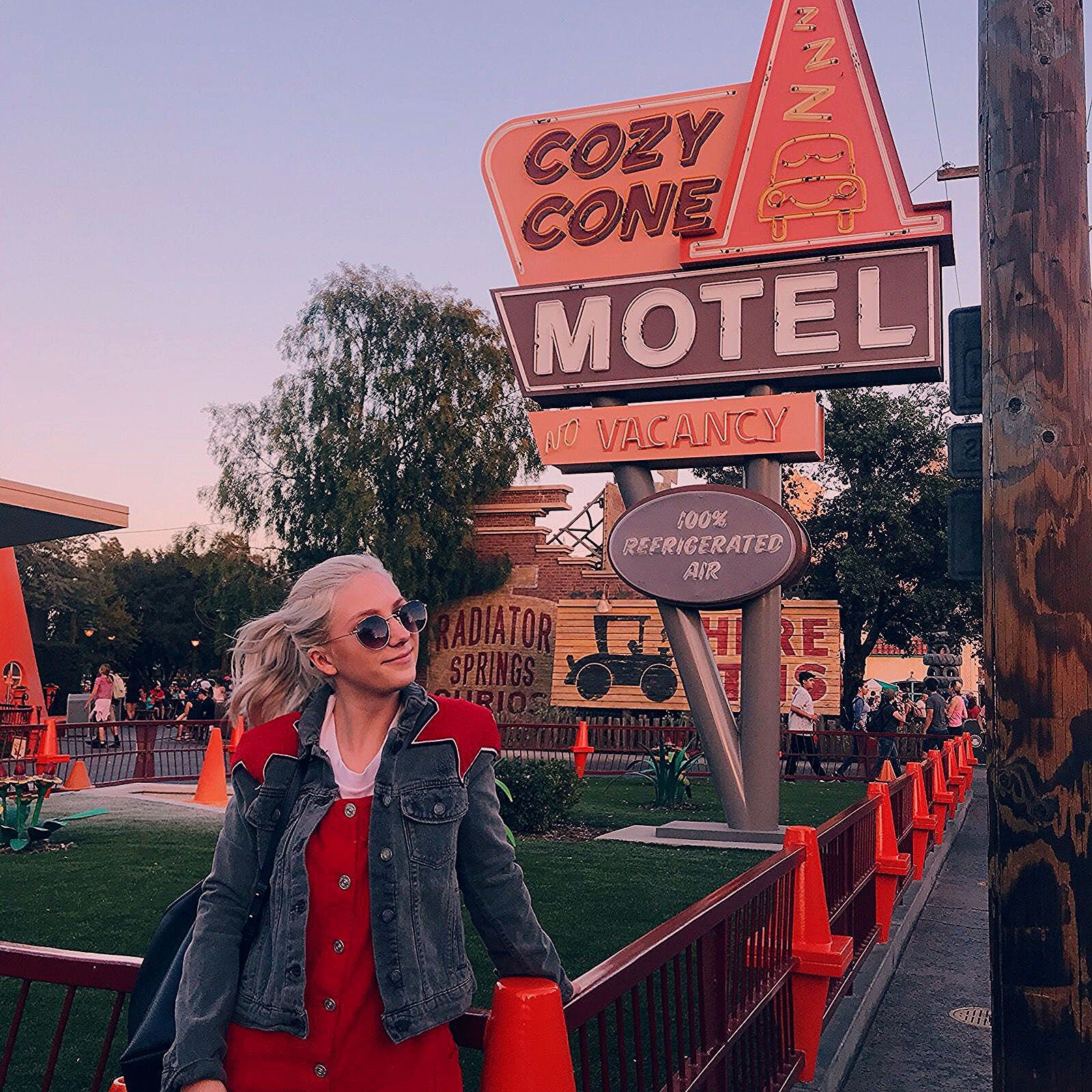 Photo of These Are the Absolute Best Instagram Pictures to Take at Disneyland – College Fashion