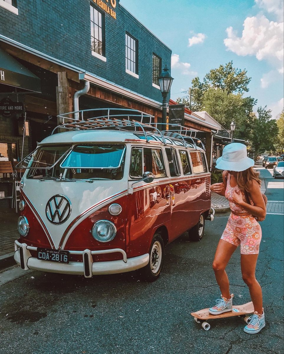 Vw Bus Girl Bus Girl Volkswagen Minibus Vw Van