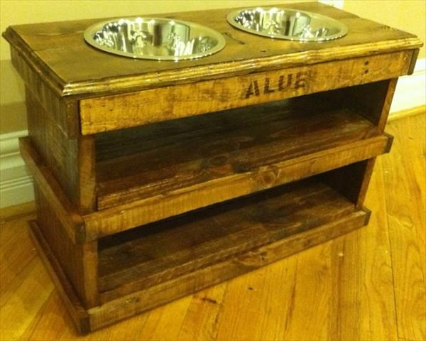 A Handy And Non Messy Dog Feeder Made From Pallets That