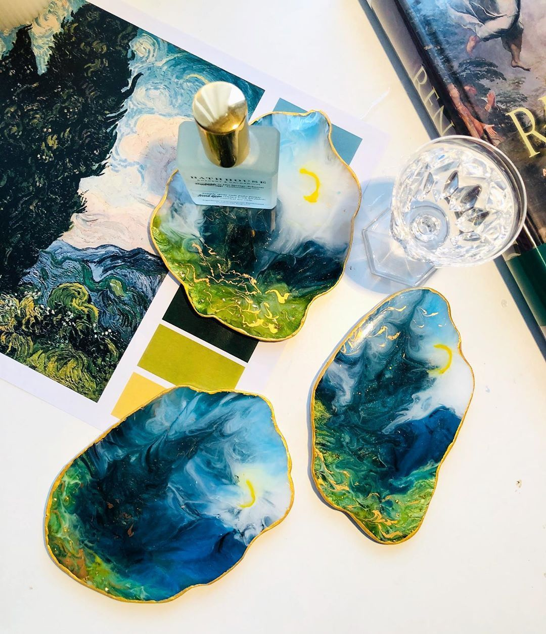"Homeware selected's Instagram photo: ""ถาดกระแดะ✨🍸💍🕶 Resin art Coaster jewelry tray  #resinart #jewelrytray #homedecor #homeware #textiledesign #textiledesigner #iconcraft…"""