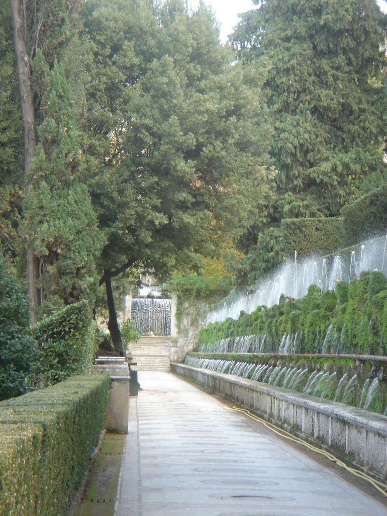 Viale Delle Centro Fontane Avenue Of 100 Fountains Villa D Este
