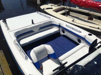 Opnieuw #bekleden van #interieur van een boot. Sloep of speedboot ...