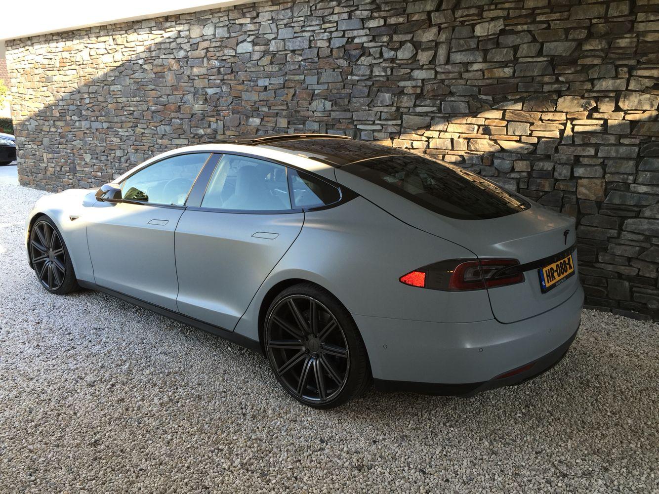 Tesla S Vinyl Wrap Battleship Grey 3m 22 Vossen Wheels Black Out Chroom And Carbon Wrapped Grill Tesla S Tesla Model S Tesla