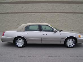 2001 Lincoln Town Car 4dr Sdn Executive Price 4 991 Body Style 4
