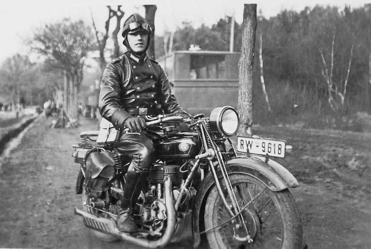 Kradmelder auf NSU | Moped, Motorrad fahren, Motorrad