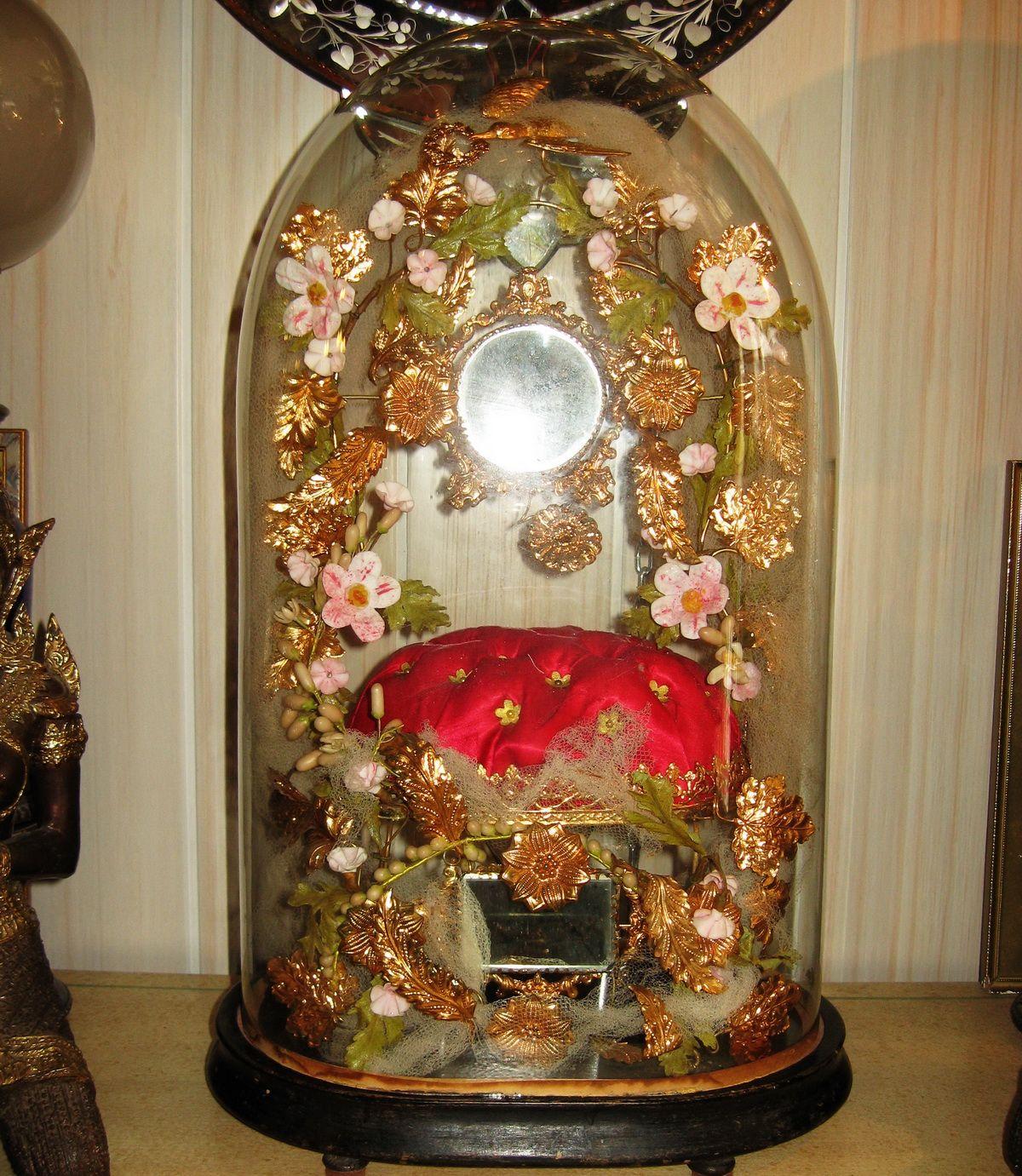d tails sur grand globe de mariee epoque napoleon iii complet de sa couronne mariage globes. Black Bedroom Furniture Sets. Home Design Ideas
