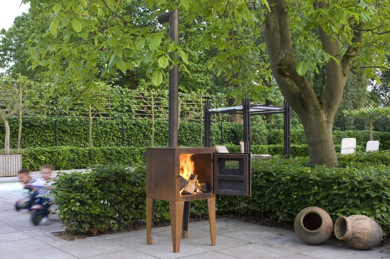 http://img.archiexpo.com/images_ae/photo-g/garden-open-central-fireplace-63749-1863693.jpg