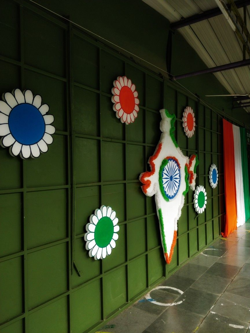 Independence Day Celebration At School Stage Backdrop Independence Day Decoration Independence Day Activities School Kids Crafts