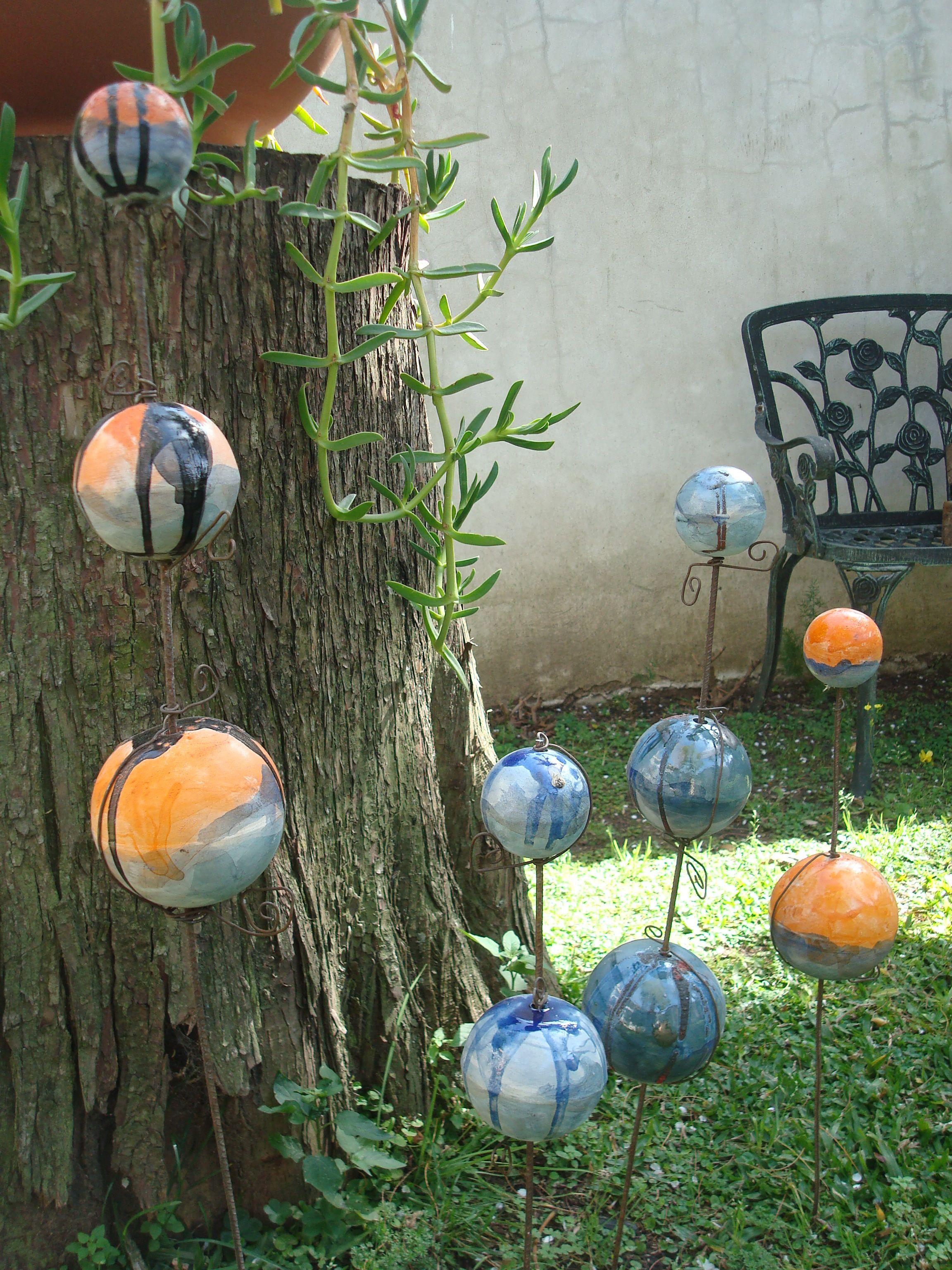 adornos para mi jardin bochas de ceramica combinadas con varillas