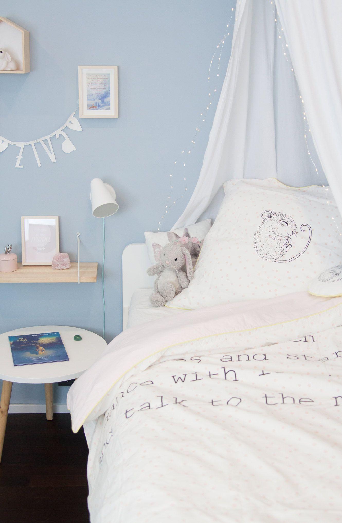 Kinderzimmer Fur Madchen In Hellblau Soul Follows Design Kinderzimmer Fur Madchen Wandfarbe Kinderzimmer Kinder Zimmer