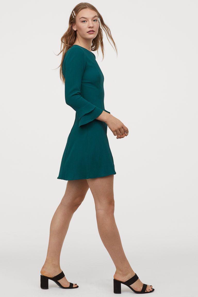 Kleid mit Volantärmeln  Kleider h&m, Kleid mit ärmel, Modestil