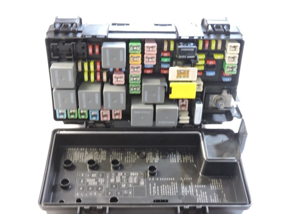 2009 Journey Grand Caravan Town Country Integrated Fuse Box 04692302ac  Chrysler