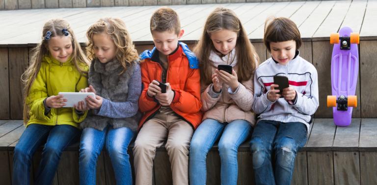 The List of Dangerous Social Media Networks & Apps for