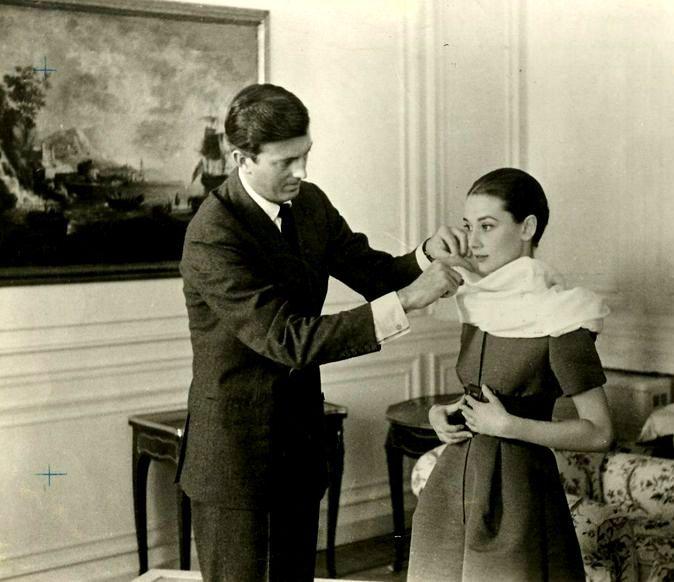 Audrey fotografada por Pierluigi Praturlon, com Givenchy, em sua suíte no Hotel Hassler, Roma 1959