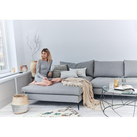 Klare Linien Und Weiche Polster In Elegantem Grau Ecksofa Sofa Design Schone Wohnzimmer