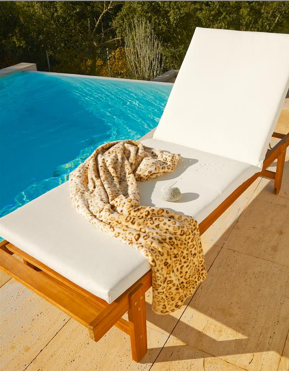 La forma de descansar que pasar un rato al lado de la piscina en una hamaca con un cojín cómodo, ¡No querrás ir a ningún otro sitio! -Leroy Merlin