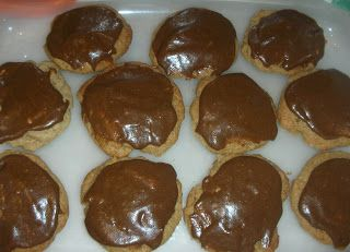 Share on Tumblr A recipe for a cakey, root beer flavored cookie with luscious root beer icing. Source: A neighbor, Angela Jeo, who tells me she got it from the LDS Jordan River Temple. Yield: 5-6 dozen I've been anxious to try this recipe since my friend Angela sent it to me over Facebook a  [Read On]