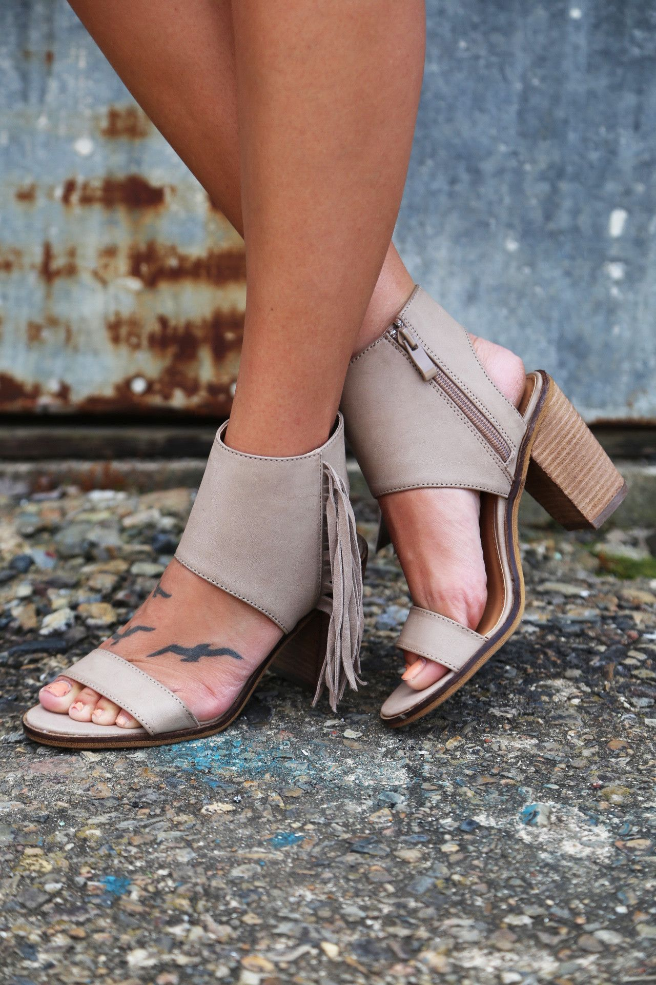 Vermont By Very Volatile {Taupe}
