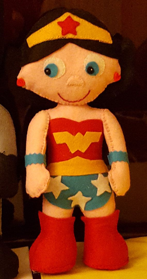Bambola tipo Wonder Woman