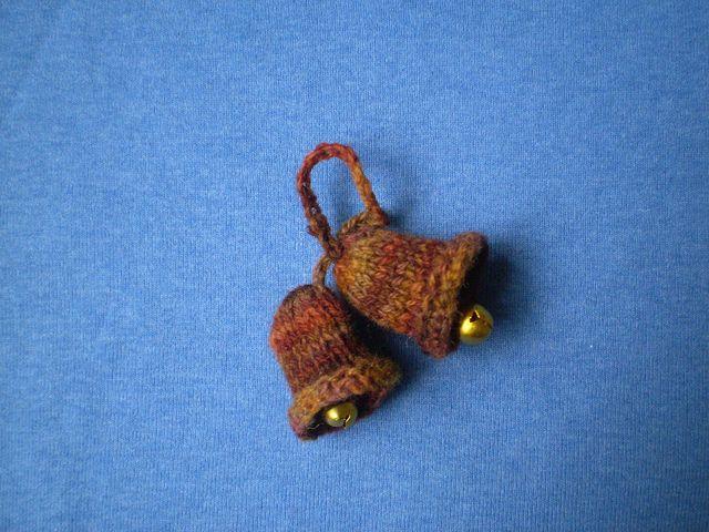 Mini bells ornament knitted mini christmas ornaments for Knitted christmas bells