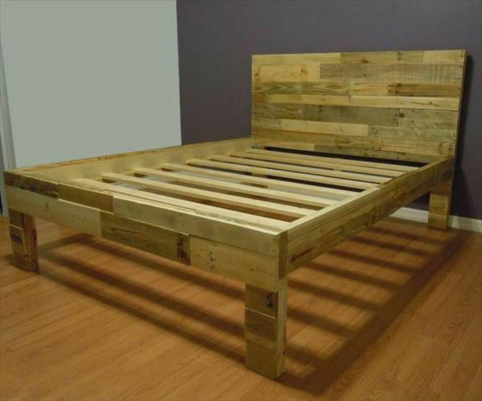 Bett aus holzpaletten  Bett aus paletten sofa aus paletten paletten bett möbel aus ...