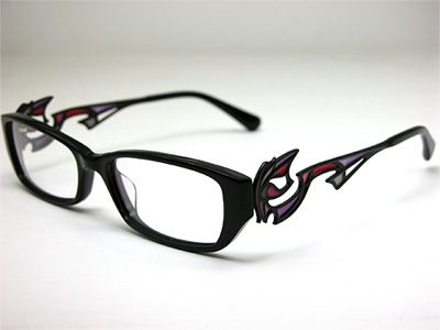 The company that is doing the official replica glasses for Bayonetta ...