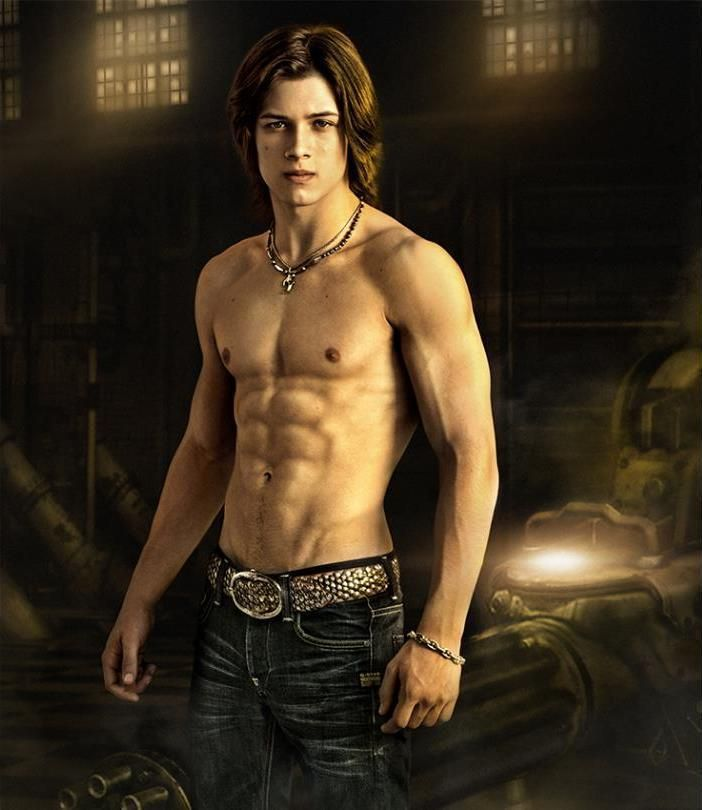 Leo Howard Muscles Leo Howard Musc...