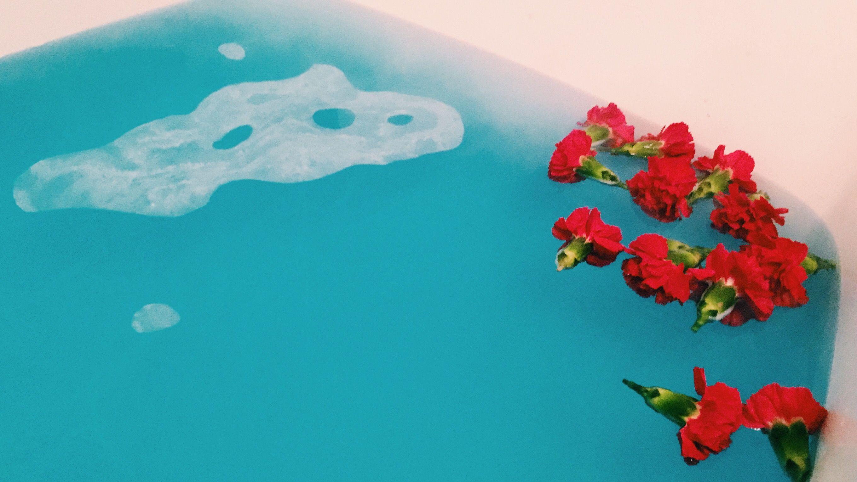 Artsy Flower Spa || Blue Bathbomb and Bathtub Click to watch a ...