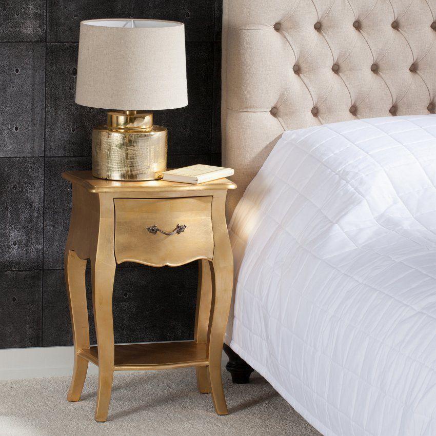 Ein filigraner nachttisch in gold gibt jedem schlafzimmer eine edle optik franz sische m bel - Schlafzimmer franzosischer stil ...