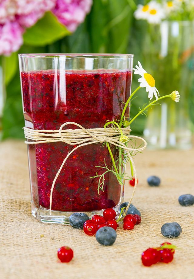 Beet Berry Antioxidant Blast Smoothie: juice 1 beetroot, 1/2 cup cranberries, rib of celery; then blend with 1 cup spinach, 1/2 cup blueberries, handful basil leaves