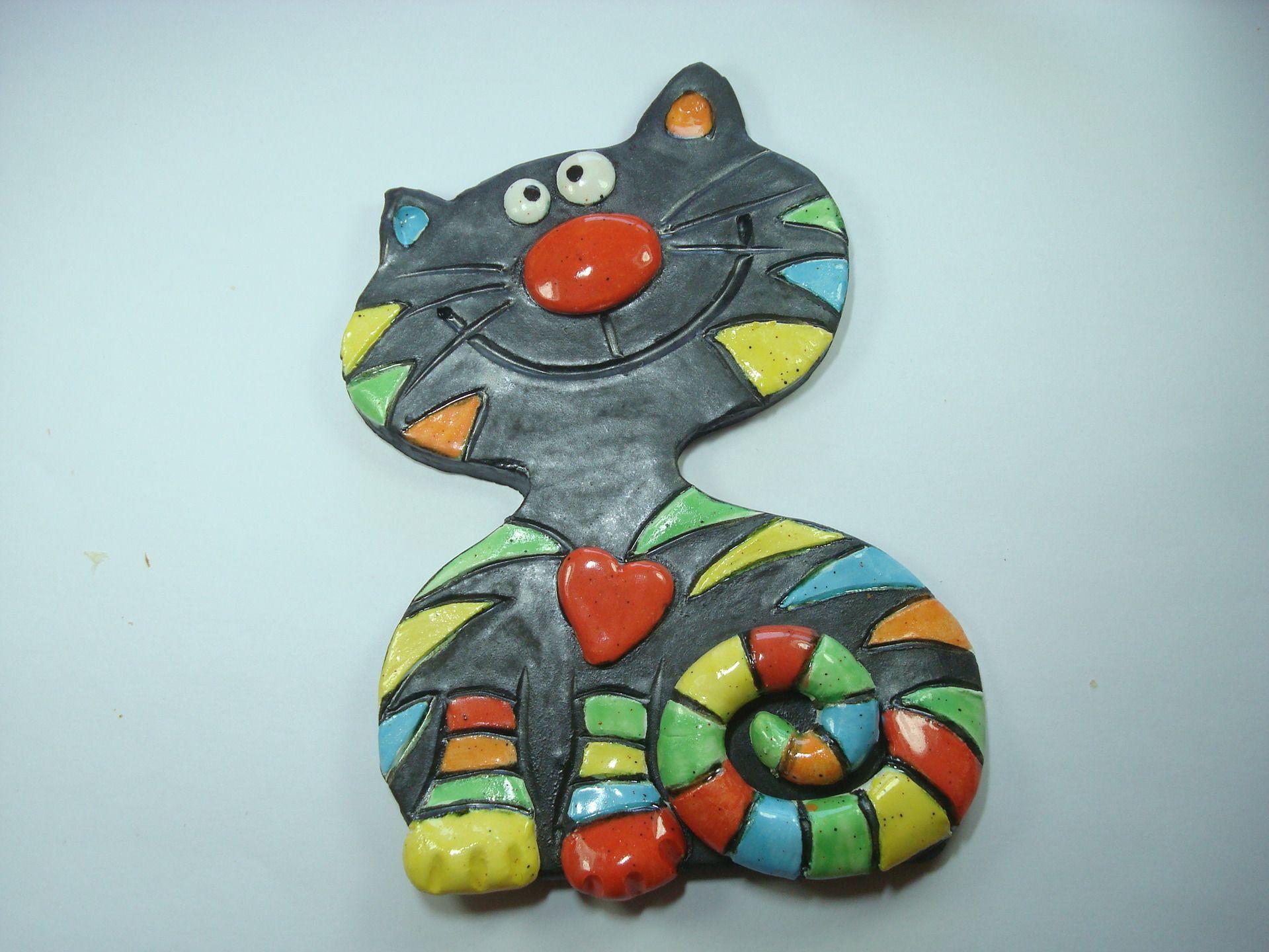 Chat en céramique émaillé en multicolore, à la manière d\u0027une mosaïque