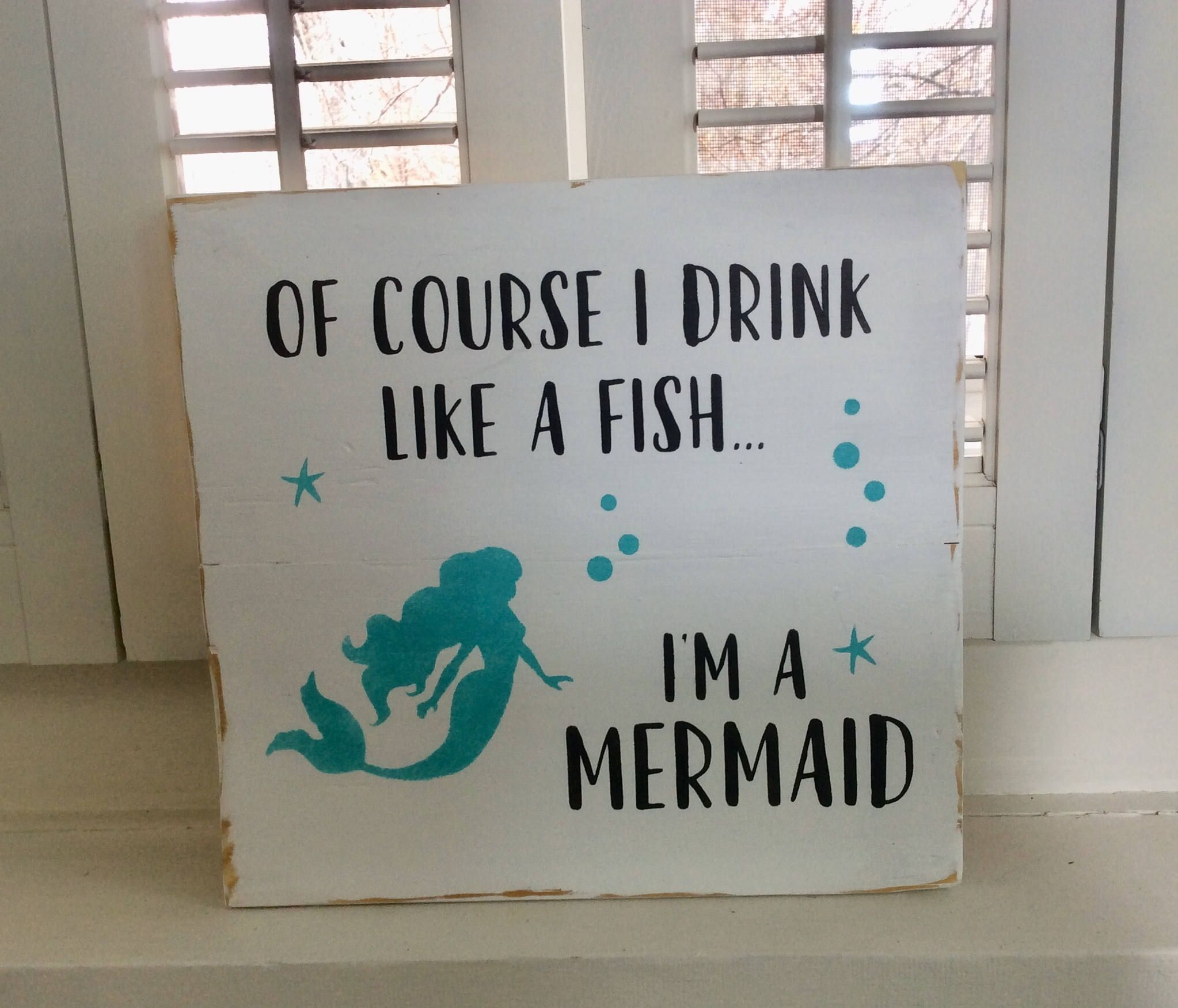 Of course I drink like a fish I'm a Mermaid wood pallet sign, mermaid sign, beach decor, bar sign, girlfriend gift, lanai decor #mermaidsign