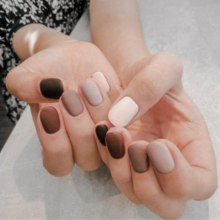 Neutral Multicolor Manicure In 2020 Neutral Nails Nails Neutral Nail Polish