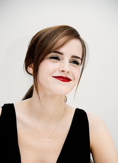 Fresh faced red lip and smoky eye 헤어스타일, 여성, 엠마 왓슨