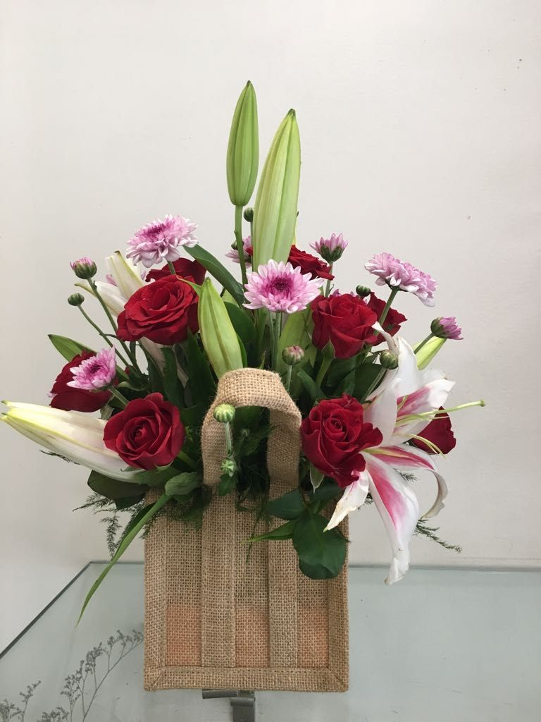 If you are looking a best online florist in pune blooms only is if you are looking a best online florist in pune blooms only is best online florist providing all types of flowers delivery at best price izmirmasajfo