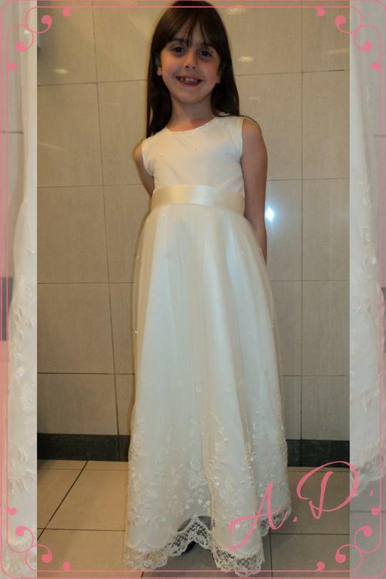 Cortejo confeccionado con tul bordado con hilos igual a la novia. #bordadohilos #tulbordado