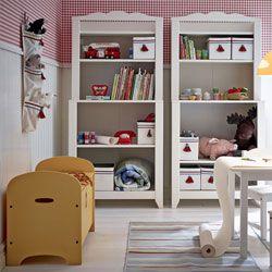 Superb Ein Kinderzimmer mit HENSVIK Schrank Regalkombinationen in Wei