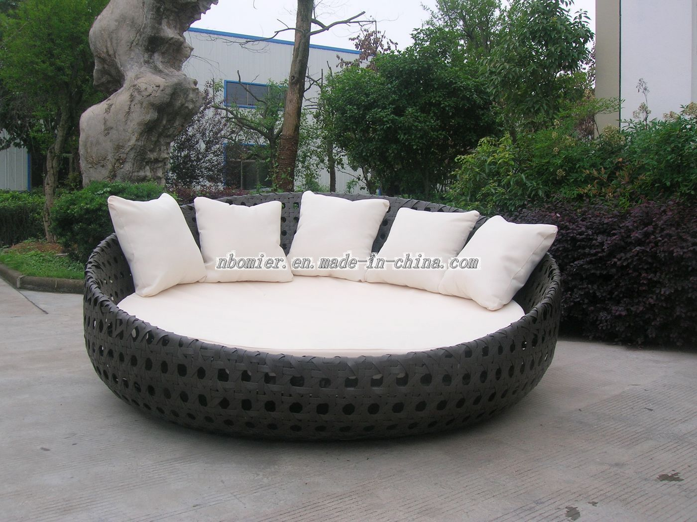 Chairs Unique Round Patio Chair Circular Outdoor Furnitureround Makeovers Wicker Daybeds Furniture Modern With Gallery Of Jpg 1400 1048
