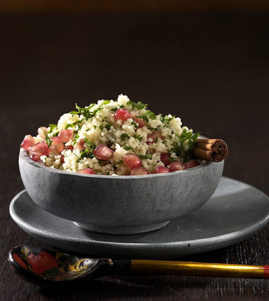 Essen und trinken salat mit granatapfel