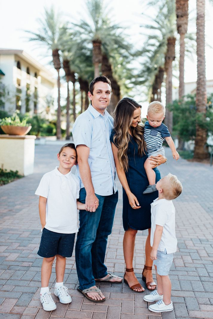 7 Tips for Choosing Outfits for Family Pictures | Merrick's Art