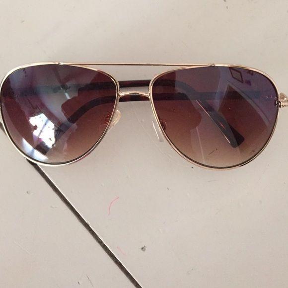 54151f103759 Steven madden sunglasses Never worn Steve Madden sunglasses Steve Madden  Accessories Sunglasses