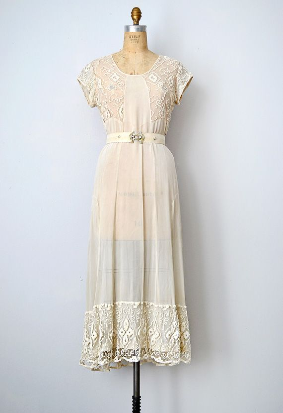 vintage 1930s wedding dress with lace   fashion inspiration ...